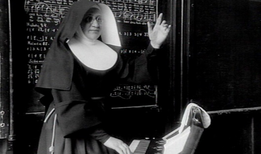 Zuster Angeline gaf zangles in de Sint Luciaschool Bennebroek, 1937 (KDC-Nijmegen)