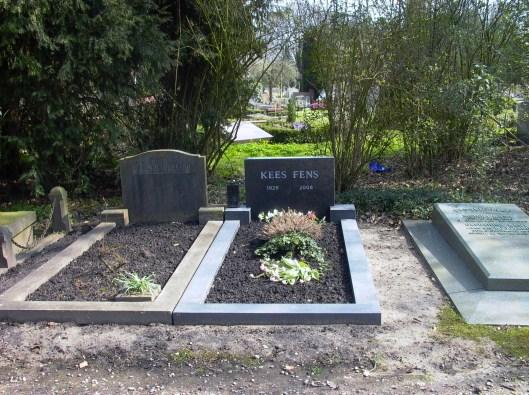 Graf van Kees Fens op de Nieuwe Ooster Begraafplaats in Amsterdam (foto Frank van der Voordt)