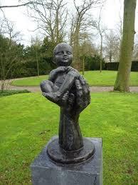 Kindermonument op algemene begraafplaats Heemstede