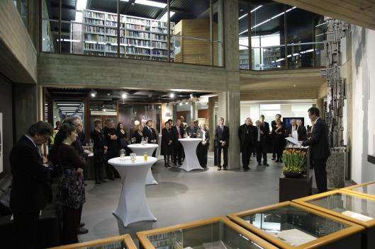 Feestelijke terugkeer van de Bijbel van Anjou in de vernieuwde Maurits van Sabbebibliotheek, Leuven, 27-1-2012.