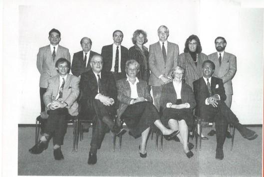 De lokale VVD-top van Heemstede omstreeks 1990. Staande van links naar rechts: C.A.Ester, J.W.Beyen, G.J.Hardesmeets, mw. M.C.de Lint-Walvis, drs. E.van der Zwaag, mw.I.van Brummelen en N.H. Geels. Zittend v.l.n.r. drs A.J.Chr. Röllich, H.J.G.Bleekemolen, mw.drs.J.R.Beets-Hehewerth, mw. B.L.de Haze Winkelman-Hoes en J.R.A.Nawijn. Het VVD-bestond bestond uit: ir.H.Bussemaker (voorzitter), C.A.Ester (vice-voorzitter), mw. C.J.Leyfeldt-van Dijk (secretaris), C.Aaftink (penningmeester), mw.H.A.C.Selle-Garsten, J.van El en S.G.Th.Hulst.