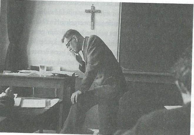 Kees Fens als leraar aan het Augustijner Triniteitslyceum in Haarlem, tussen 1959 en 1964. Van 1964 tot zijn benoeming als hoogleraar in Nijmegen gaf Fens les in Nederlandse letterkunde en cultuurwetenschappen aan de Frederik Muller Academie, de toenmalige Hbo-opleiding voor bibliothecarissen en documentalisten