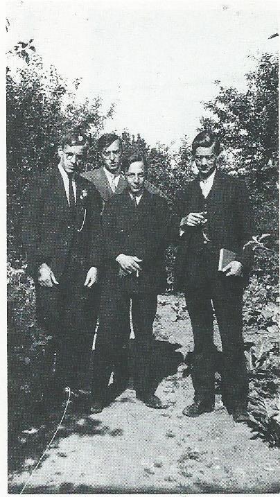 Bertus Aafjes (geheel links) als seminarist