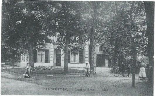 Als gevolg van het toenemend verkeer is het huis 'Quatre Bras' op de hoek van de Rijksstraatweg en Zwarteweg - evenals een deel van de Oude Geleerde Man - in de jaren 20 gesloopt. Dokter Van Aalst, die als huisarts de heer Kouwenaar was opgevolgd woonde tot de sloop in 1928 in het herenhuis 'Quatre Bras' .