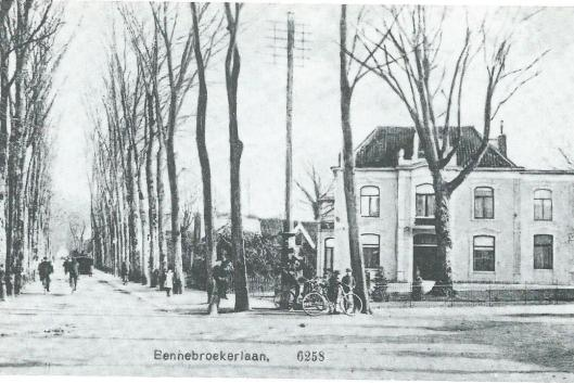 Op de hoek van de viersprong stond ook het door burgemeester P.N.van Doorninck na 1891 gebouwde villa 'Vredenhoef'. Op de hoeken van de Bennebroekerlaan/Herenweg ofwel Rijksstraatweg waren twee kanonlopen ingegraven. Langs de Bennebroekerlaan stonden iepenbomen.