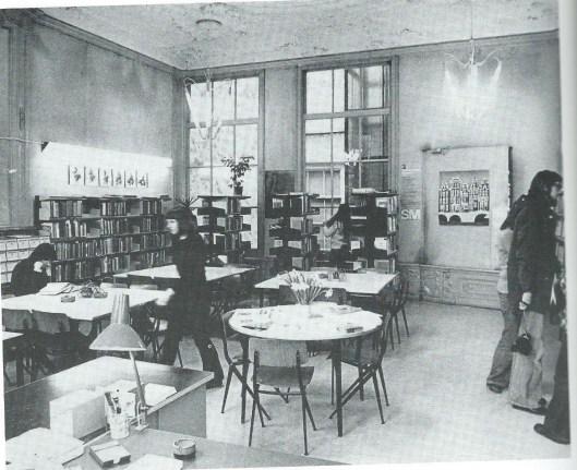 De vakbibliotheek van de FMA in het achterhuis van het pand Keizersgracht 225 (1976)