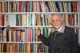 Ayolt Brongers beschikt met circa 80.000 boeken over een van de grootste privébibliotheken van Nederland. Hij is auteur van het boek: Boekwoorden woordenboek; een handleiding voor boekensneupers.