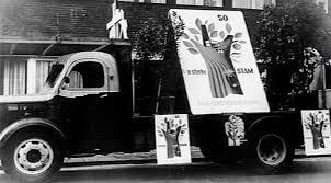 Propagandawagen van de Katholieke Arbeidersbond Sint Deusdedit in 1954 te Haarlem