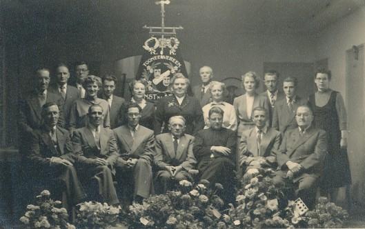 In Hillegom is 12 april 1930b de r.k. gemengde toneelvereniging 'Kunst na Arbeid' opgericht als onderafdeling van de r.k. landarbeidersbond St. Deus Dedit, bedoeld
