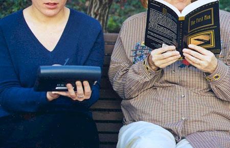 Recente wetenschappelijke onderzoeken wijzen uit dat boeken op papier beter beklijven dan e-books via tablet-readers