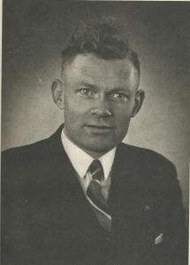 Portret van C.van der Ploeg die na de bevrijding als nieuwe voorzitter van St. Deusdedit is verkozen en die functie tot 1966 vervulde. Twee jaar later is de bond opgegaan in de A.G.V, vandaag de dag nog voortlevend in de Voedingsbond F.N.V.