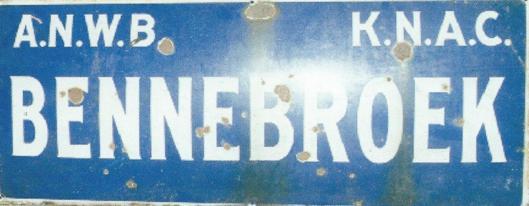 Antiek bord van Bennebroek, als illustratie gebruikt op voorzijde van Gemeentegids Bennebroek 1998
