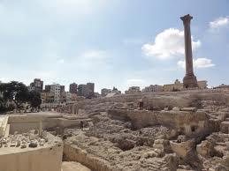 Restanten van het in 391 verwoeste Serapeum (Serapeion) in Alexandrië. De tempel bevatte een dochterbibliotheek van de grote bibliotheek, het Mouseion