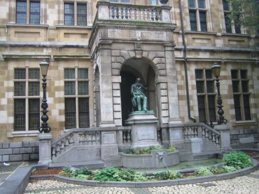 Beeld van Hendrik Conscience (1812-1883) voor de Stadsbibliotheek Antwerpen