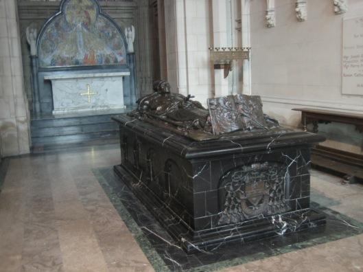 Graftombe van kardinaal J.van Roey, aarsbisschop van Mechelen in de Sint Romboutsktahedraal van Mechelen