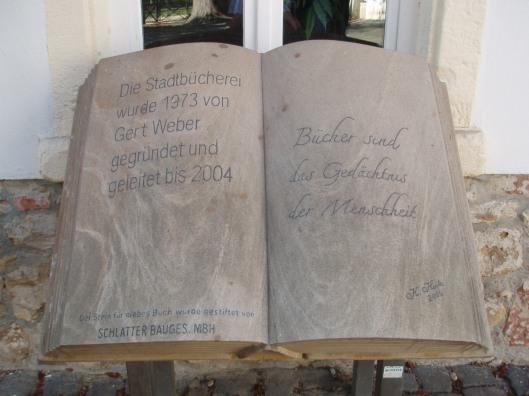 Boeksculptuur voor de Bücherei van Bad Hauenstein, Pfalts, Duitsland