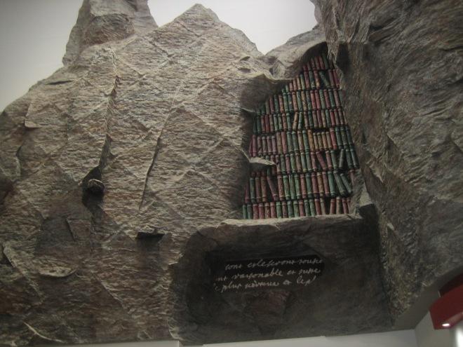 Boekensculptuur in Librarie Foret du Nord te Lille, met 7 verdiepingen een van de grootste boekhandels in Europa
