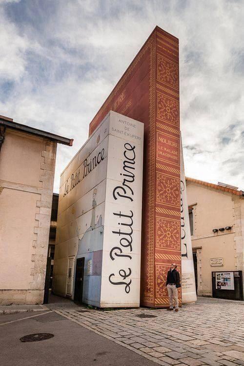 Bij entree bibliotheek in Aix-en-Provence