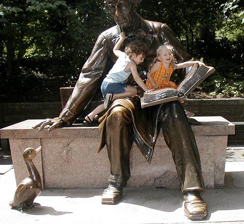 Sculptuur gewijd aan sprookjesschrijver H.C.Andersen