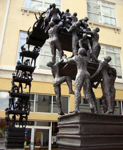 Sculptuur van gepassioneerde lezers in Atlanta, USA