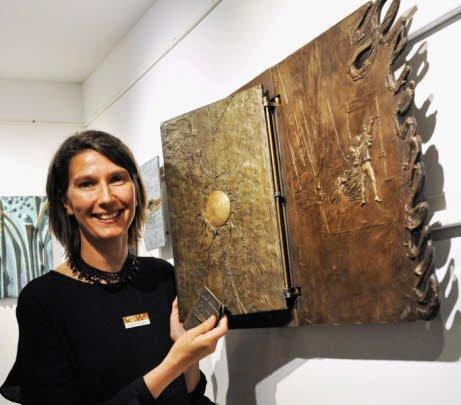 Virginie Bassetti uit Dinard (Bretagne) is gespecialiseerd in her maken van boeken uit brons.