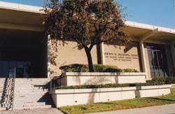 De Clifton M.Brakensiek County Library in park van Bellflower, USA