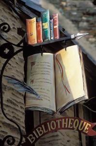 Uithangbord van bibliotheek in Bretagne, Frankrijk