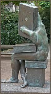 'Der Buchhändler', sculptuur in Darmstadt, Duitsland, vervaardigd door Michael Schwarze (Neil Gallop)