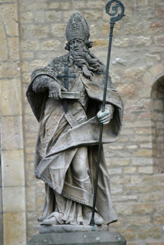Beeld van de H. Bonifatius voor de Dom van Mainz (Wikipedia)