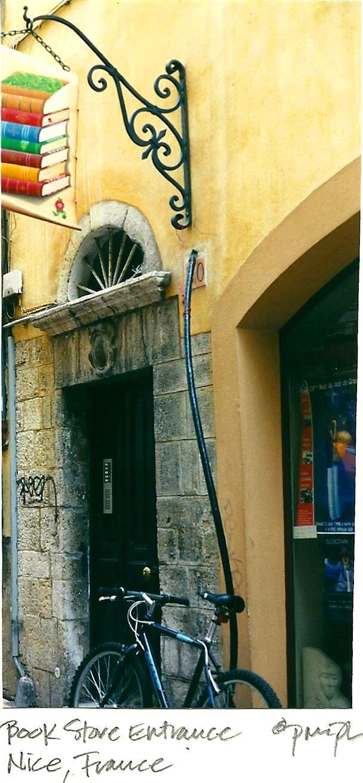 Uithangbord van antiquariaat in Nice