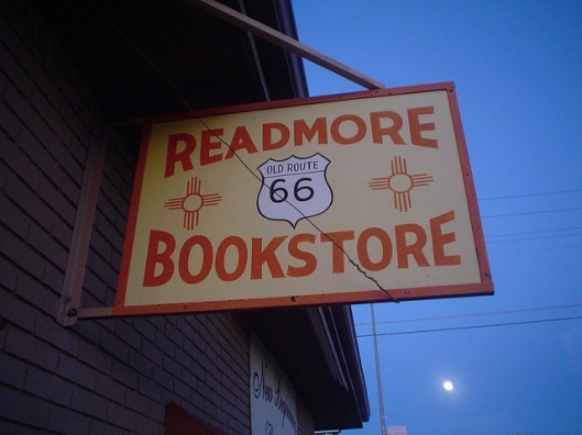 Readmore Bookstore aan de oude Route 66, USA (Mark Baratelli)