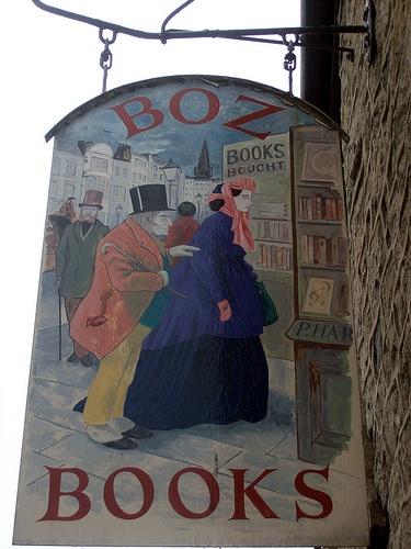 Uithangbord van Boz Books in het Britse boekenstadje Hay on Wye.