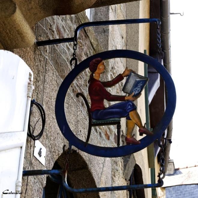 Uithangbord van een boekhandel in Bretagne (Capri Bettenga)