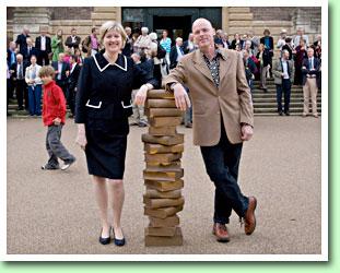 In 2009 zijn op het plein voor de Cambridge University Library 14 bronzen sculpturen geplaatst, vervaardigd door Harry Gray.