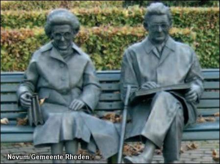 Simon Carmiggelt en echtgenote, 'vereeuwigd' in Rheden