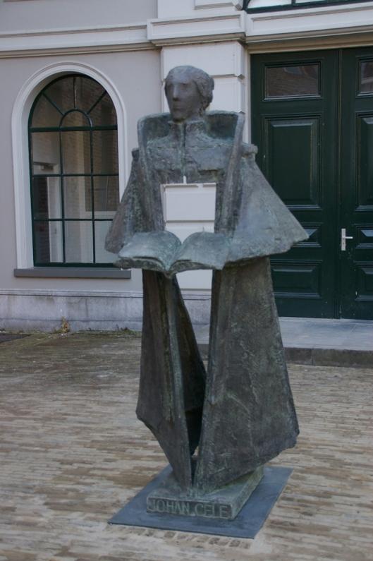 Beeld van Johan Cele in Zwolle. Hij was een promotor van de Moderne Devotie en leermeester van Thomas à Kempis.