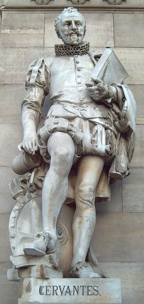 Beeld van Cervantes en zijn boek Don Quichotte de la Mancha in de voorgevel van de Nationale Bibliotheek Spanje , Madrid