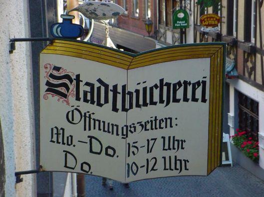 Uithangbord van Stadtbücherei in Cochem