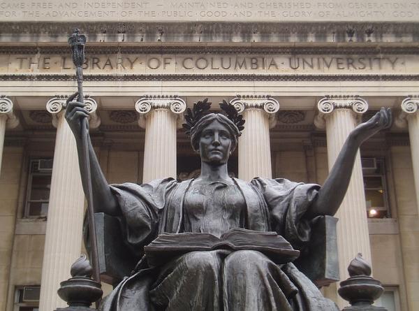 Beeld van Alma Mater voor Low Memorial Library, Columbia University, New York (Nowthereman86)