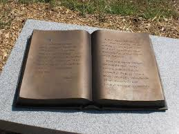 Bronzen 'open boek' op de Confederation Cemetery in Marietta, Georgia, USA