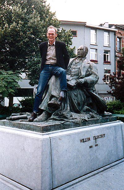 Standbeeld van de letterkundige Willem Elsschot in Antwerpen