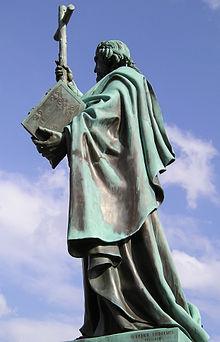 Beeld van de heilige Bonifatius in Fulda, Duitsland (Wikipedia)
