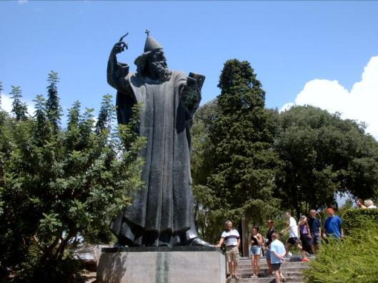 Standbeeld door Ivan Mestrovic van bisschop Gregorius van Nin in Split. Levend in de 10e eeuw wordt hij als 'vader' van de Kroatische taal beschouwd.