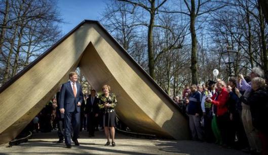 Koning Willem Alexander bij het festival 200 jaar Nederlandse Grondwet op de Lange Voorhout, Den Haag, 29 maart 2014