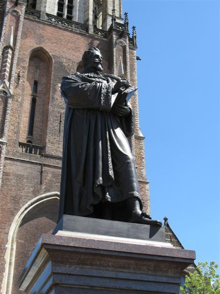 Beeld van Hugo de Groot (Grotius) in Delft