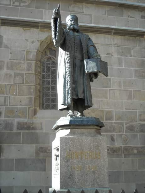 Beeld van de Roemeense theoloog en humanist Honterus in Brasov