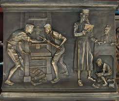 Detail op piëdestal met Honterus als drukker (Lucian Brandus)