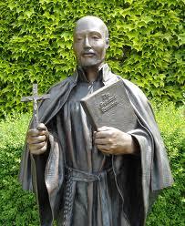 Beeld van Ignatius van Loyola, in de tuin van Seattle Prepatory High School, geleid door de Jezuïeten in Seattle, USA