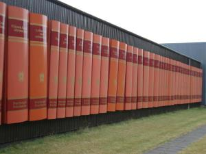 Boekensculpuur in Reikjavik, IJsland (Brigitte Bjarnason)