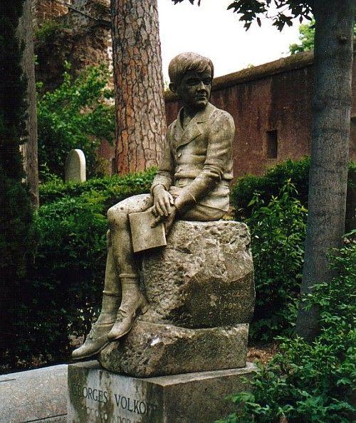 Jongen met boek. Georges Volkoff. Rome, Protestants kerkhof Rome (foto Rob van der Westerlaken, CuBra)